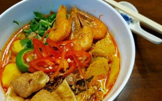 Kecoh daging babi dalam mi kari, restoran terkenal diserbu penguatkuasa
