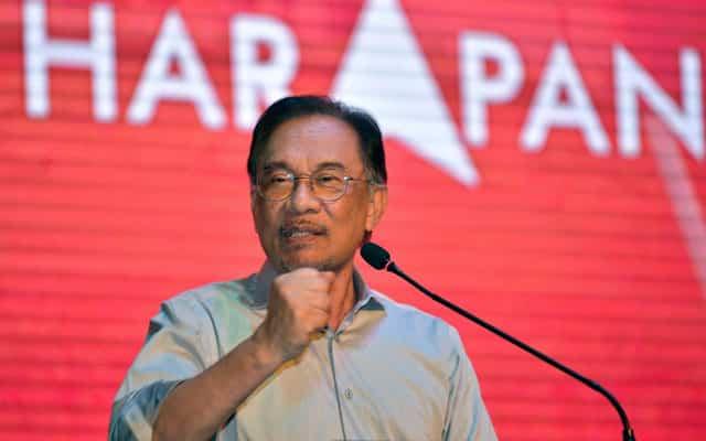 Anwar sokong MP Umno tarik balik sokongan, anggap tindakan bijak