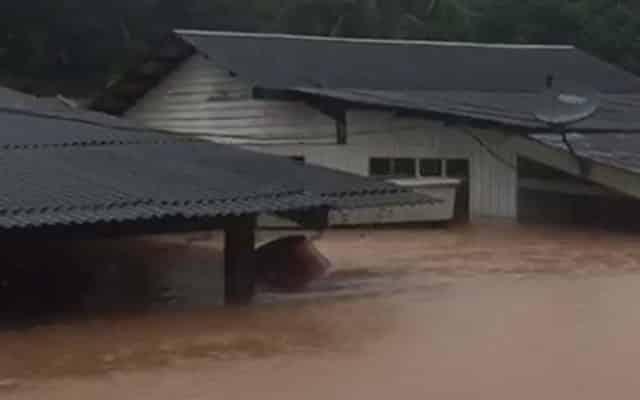 BANJIR | Netizen kongsi gambar dan video situasi semasa banjir di Pahang