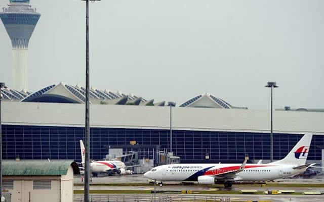 Kecoh !!! 2 lelaki Bangladesh cuba naiki pesawat pulang ke kampung setelah positif Covid-19