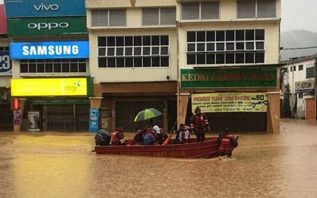 Banjir   Bandar Maran hampir ditenggelami air
