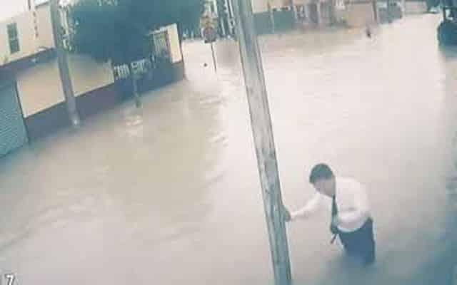 Kakitangan bank maut terkena renjatan elektrik ketika tinjau banjir