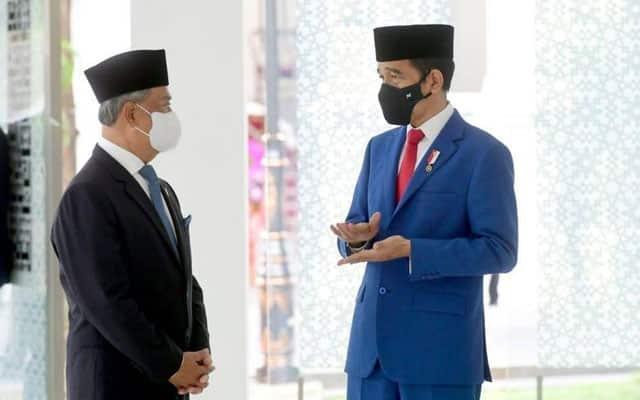 Netizen 'serang' Muhyiddin : Setelah FB Istana Negara, kini FB Jokowi pula jadi sasaran
