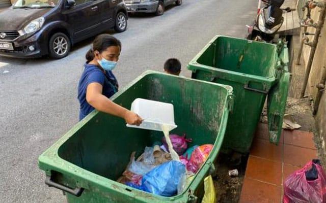 Wanita hamil 7 bulan terpaksa selongkar sampah demi sesuap nasi
