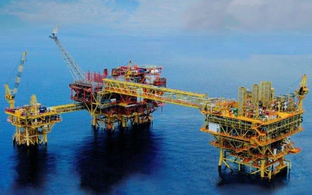 Panas !!! Rampasan kuasa di Myanmar, 200 pekerja pelantar minyak Petronas terkandas di laut